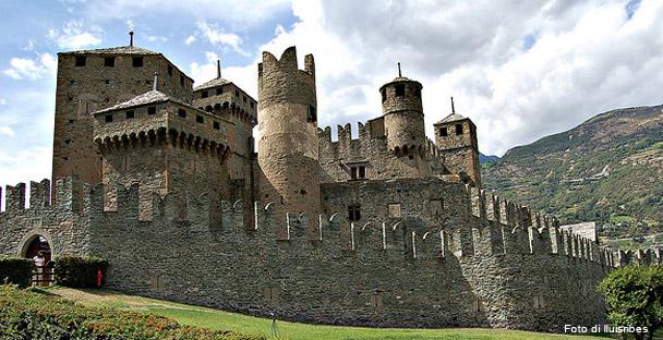 Il castello di fenis for Piani di casa castello medievale